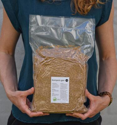 Kompostgær eller bokashi klid kan købes hos byhaver.dk